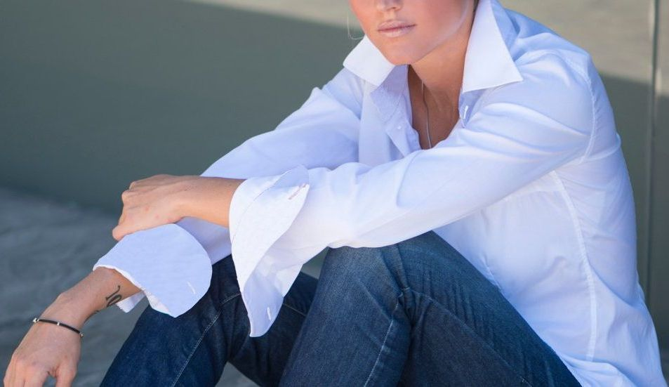 women's fitted white shirt